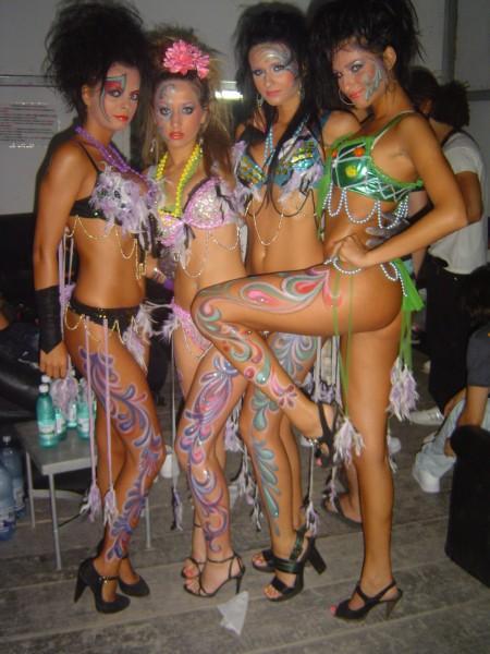 body paint dancers